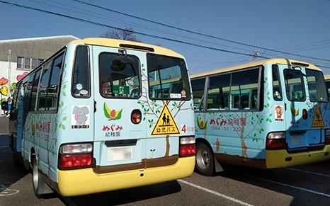 「MOQUL」を導入しているめぐみ幼稚園(愛知県岡崎市)のバス